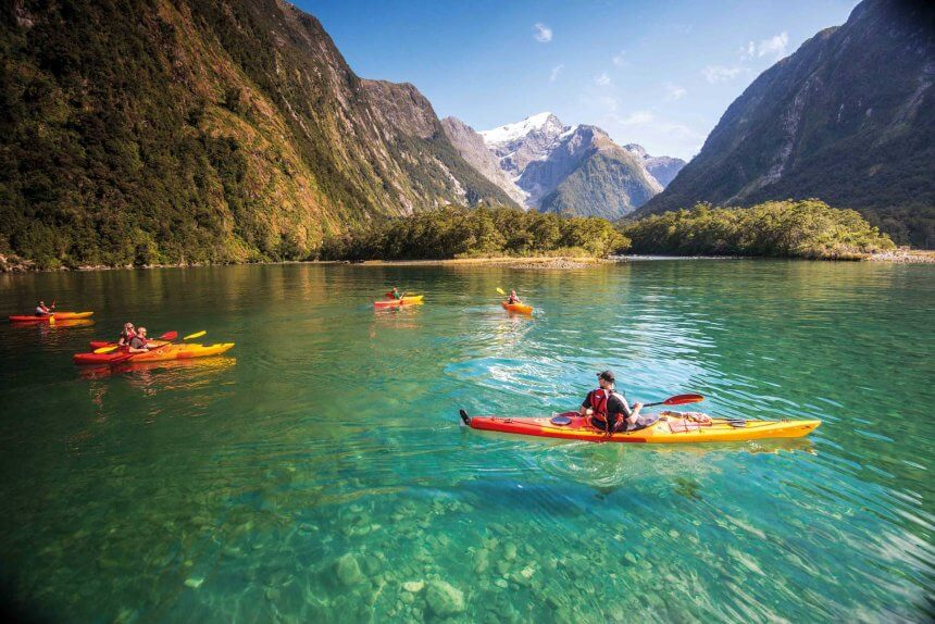 Milford Sound: Fly Cruise Kayak Experience