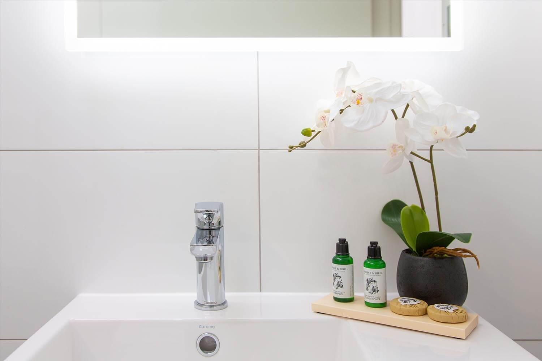 koura-apartments-toiletries